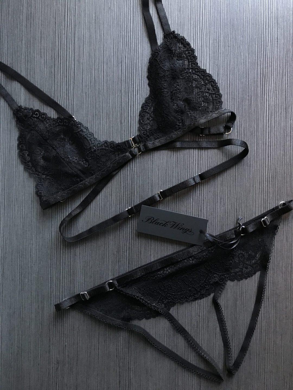 BlackWings Lingerie_Black bralette and ouvert panties set
